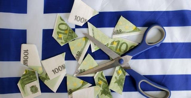 Il rischio default in Grecia resta elevato, come dimostrano i rendimenti dei bond, nonostante la discesa rispetto ai picchi di febbraio. Già a marzo potrebbe scattare una crisi di liquidità per le casse statali di Atene.