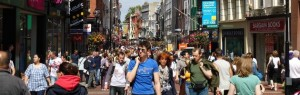 L'Irlanda è uscita dal programma di salvataggio della Troika, ma a guardare le cifre non pare che si sia realizzato alcun miracolo economico e finanziario. Il paese è in preda a una crisi dell'occupazione e fiscale.