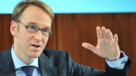 Il governatore della Bundesbank nega che vi sia in corso un processo di deflazione nell'Eurozona e non cede sull'austerity. Su Draghi: ottime qualità, ma il suo OMT resta sbagliato.