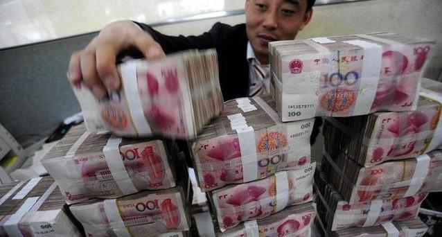 La Cina potrebbe varare il suo QE, ma la finalità appare un pò diversa da quella delle altre banche centrali. Ai governi locali potrebbe essere concessa l'emissione dei bond per rifinanziare il debito in scadenza.