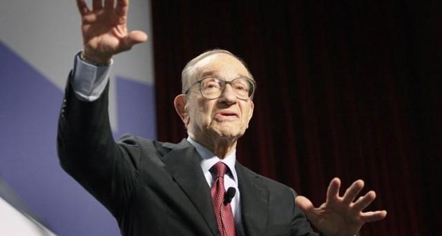 L'ex governatore della Federal Reserve, Alan Greenspan, vede messa male l'economia americana, nonostante il mercato azionario vada bene e spiega che la finanza avrebbe spiazzato gli investimenti a lungo termine.