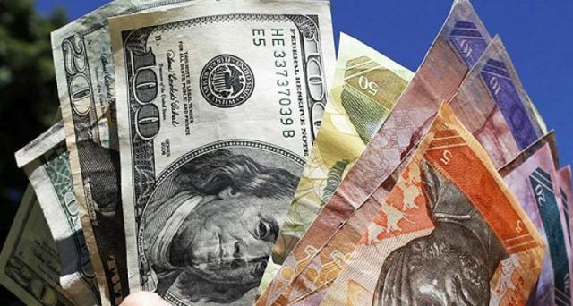 Sempre più preoccupante la crisi del bolivar in Venezuela: al mercato nero il cambio contro il dollaro è salito a più di 300 contro quello ufficiale di 6,3. Nel paese manca di tutto, non c'è valuta straniera a sufficienza per le importazioni.