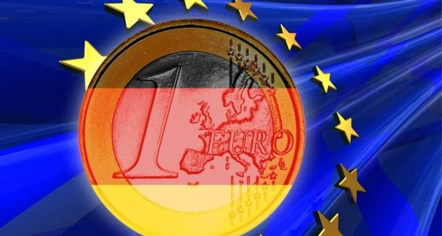 Euro ai minimi da 12 anni contro il dollaro e debole anche contro le altre valute. La Grecia crea apprensione sui mercati. Il default sembra sempre più vicino e probabile.