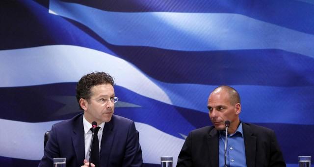 Continueranno anche all'Eurogruppo di oggi e domani a Riga, Lettonia, le trattative tra la Grecia e i creditori pubblici (UE, BCE e FMI) su pensioni e salario minimo, in particolare. Scettica la Germania: per il ministro Schaeuble, Atene rischia il default.
