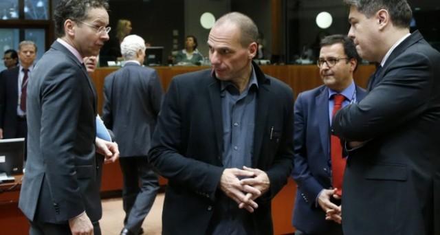 L'Eurogruppo penserebbe a un terzo salvataggio della Grecia per 30-50 miliardi, ma ci sono forti subbi sulla sua realizzabilità. Il governo Tsipras mira a un accordo a maggio.