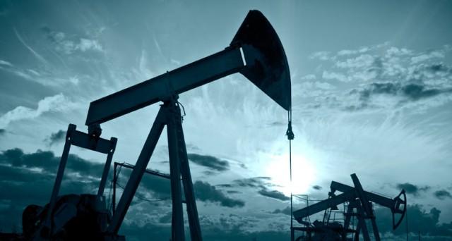 Le quotazioni del petrolio tornano in calo oggi, dopo i forti rialzi di ieri. Il mercato è disorientato sui dati e le stime future.