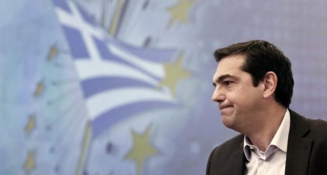 La Grecia non avrebbe ancora inviato la lettera degli impegni all'Europa, dove il presidente Juncker ha attaccato il premier Alexis Tsipras per i suoi insulti contro i tedeschi.