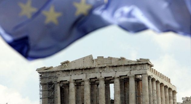 La Grecia valuterebbe un referendum sull'euro. Per il governo Tsipras sarebbe l'unico modo per evitare di restare schiacciato tra le richieste dell'Eurogruppo e quelle degli elettori.