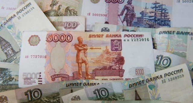 La Russia taglia i tassi al 12,5%, più delle attese. Il rublo resta forte ed è probabile che la banca centrale voglia indebolire il cambio.