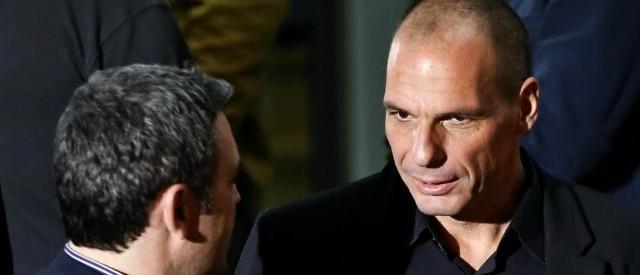 Alta tensione all'Eurogruppo sulla Grecia, dove i creditori europei chiedono al governo Tsipras di smetterla di perdere tempo e presentare riforme dettagliate. E anche gli USA sembrano voltare la faccia alla Grecia.