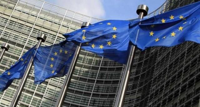 La Commissione europea chiederà all'Italia di mantenere fede agli impegni sul debito. Il Def sarebbe approvato, ma senza nuove concessioni sul rimborso una tantum delle pensioni, dopo la sentenza della Consulta.