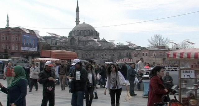 La crisi della lira turca sembra non avere toccato il fondo e potrebbe proseguire senza sosta. Ecco i fattori che la alimentano.