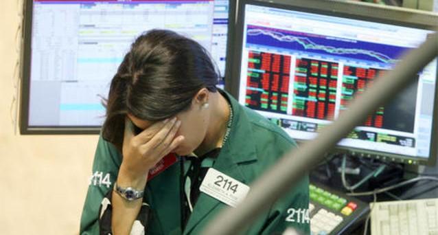 Société Générale prevede rischi sul mercato delle azioni e delle obbligazioni, consigliando ai clienti di spostarsi sul cash e sulle commodities, puntando più sui titoli azionari di Cina ed Eurozona.