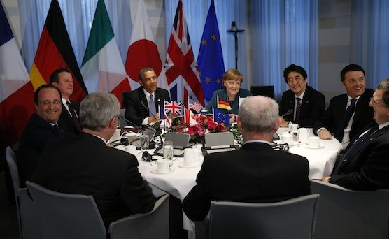 Il cambio euro-dollaro sale dell'1% sulle presunte dichiarazioni di Barack Obama al G7 e i dati sulla produzione industriale in Germania. Il rialzo dei tassi USA, però, potrebbe essere vicino.