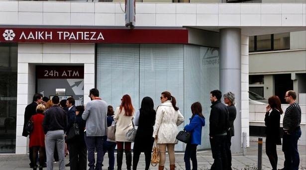 grecia banche atm file