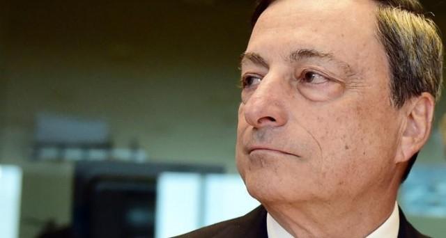 La BCE abbassa le stime sulla crescita nell'Eurozona e segnala i rischi derivanti dalle economie emergenti.