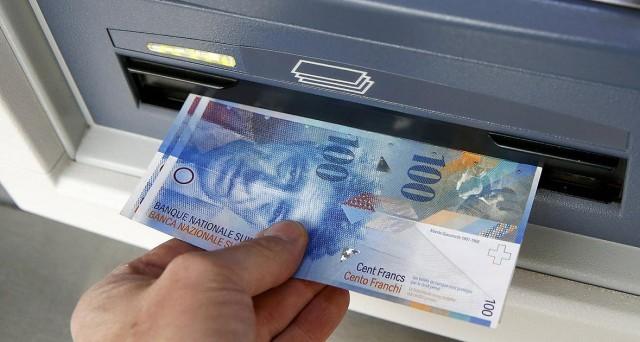 Il franco svizzero non accenna a indebolirsi contro le altre divise, anche se diversi analisti ne prevedono un deprezzamento.