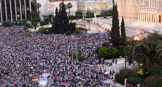 grecia referendum default manifestazione