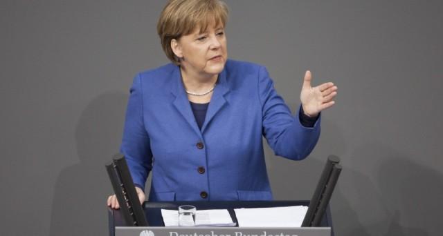 La Germania chiude a un accordo prima del referendum e l'Efsf avverte che potrebbero esserci conseguenze sui prestiti alla Grecia. Nell'Eurozona regna il caos.