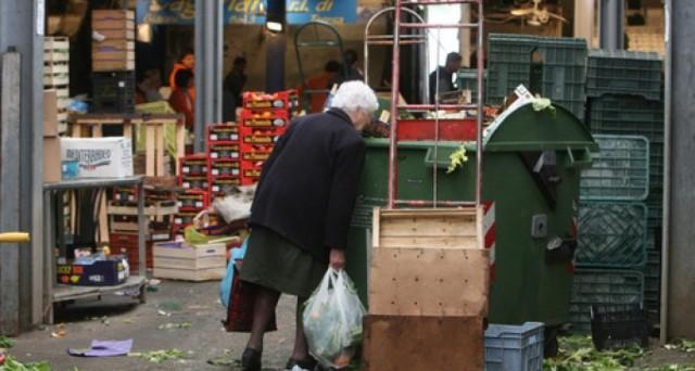 Svimez: il Sud Italia è caratterizzato da un allarme povertà, occupazione ai minimi dal 1977 e da un crollo delle nascite. Rischia un sottosviluppo permanente. Peggio della Grecia.