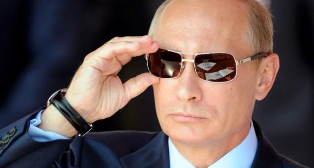 La Grecia avrebbe chiesto aiuto alla Russia di Vladimir Putin per tornare alla dracma, ma il Cremlino si rifiutò di aiutarla.
