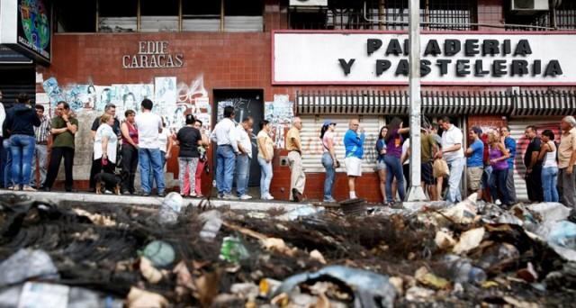 Riserve valutarie a picco, così come il bolivar al mercato nero in Venezuela. L'economia del paese è in una situazione drammatica. L'inflazione è stimata al 615%, la più alta del pianeta anche per i dati ufficiali.