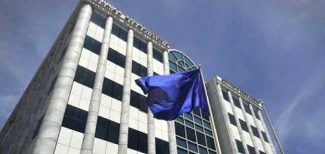 Al secondo giorno di apertura, la Borsa di Atene resta in profondo rosso e i titoli bancari perdono un altro 30%.