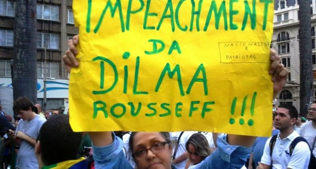 Il Brasile è stretto tra il rischio di declassamento del suo rating sovrano e  l'impeachment della presidente Dilma Rousseff per diversi scandali di corruzione.