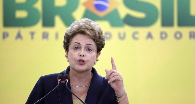 L'economia in Brasile vacilla, il real continua a perdere valore e la presidenza Rousseff è in bilico per diversi scandali di corruzione.