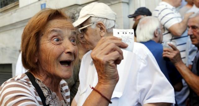 La riforma delle pensioni in Grecia dimezzerà la spesa previdenziale. Dubbi sulla sua attuazione e sul ritorno alla crescita dell'economia nel secondo trimestre.