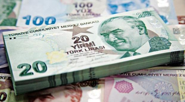 L'inflazione in Turchia scende ai minimi degli ultimi 26 mesi, ma la lira non ne risente e cede ancora sul mercato dei cambi.