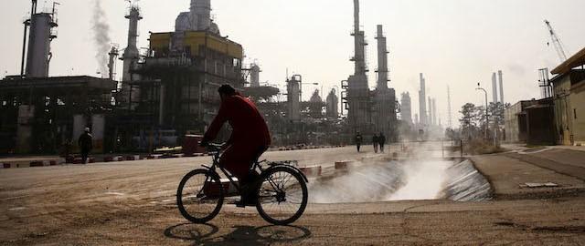 Prezzo del petrolio in recupero anche oggi, nonostante le previsioni discordanti tra analisti e produttori. Cosa c'è alla base del rally?