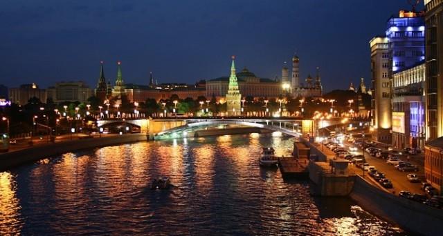 Crollo dei salari reali e dei consumi a luglio in Russia. Pesano e preoccupano la crisi del rublo e la conseguente ondata inflazionistica.