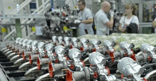 Unimpresa stempera l'ottimismo sull'economia italiana: la produzione industriale è stata gonfiata dai dati dell'auto, mentre restano alte le sofferenze bancarie.