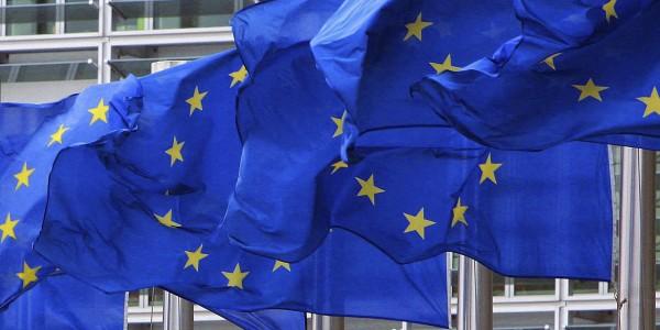 La UE ci raccomanda di alzare le tasse sui consumi, le case e la benzina, ma dimentica un