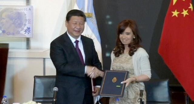 L'Argentina chiede e ottiene nuovi prestiti dalla Cina. Le sue riserve sono crollate dopo il pagamento del bond. Vicina la  svalutazione del peso.