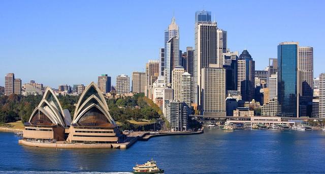 L'Australia lascia i tassi invariati. Il mercato scommette su un nuovo taglio contro la crisi delle materie prime.