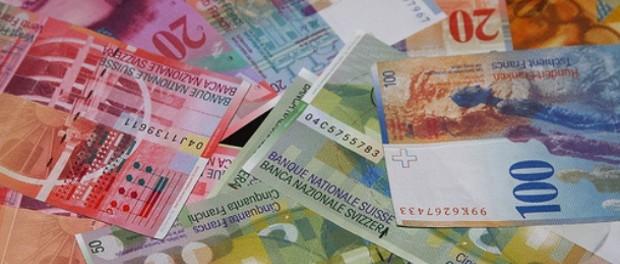Il franco svizzero ha perso in 3 mesi il 4% contro l'euro, mentre le riserve valutarie della SNB sono cresciute. Una semplice coincidenza?