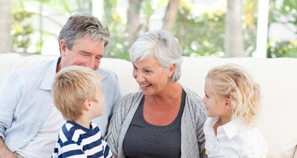 Legare l'età pensionabile al numero dei figli potrebbe essere una soluzione di lungo termine al problema delle coperture del sistema previdenziale, così come a quello dell'invecchiamento della popolazione.