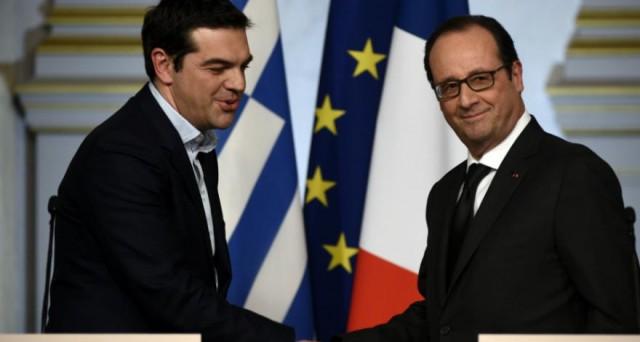 Alexis Tsipras attacca la Germania, dopo un incontro con il presidente francese ad Atene, sostenendo che i tedeschi vorrebbero ancora la Grecia fuori dall'euro.