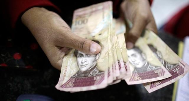 Il Venezuela ordina un nuovo maxi-aumento del salario minimo, ma l'inflazione corre il 100% in più di quanto ammesso dal governo. E Bank of America intravede rischi politici.