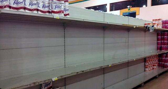 Il Venezuela affronta la carenza diffusa dei beni alimentari con la distribuzione di sacchetti pre-imbustati. Ma si tratta di un palliativo a 2 mesi dalle elezioni.