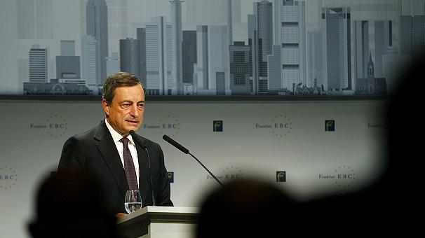 Il governatore della BCE si dice cauto e non entusiasta dei ritmi della ripresa nell'Eurozona e apre a un possibile taglio dei tassi nei prossimi mesi. I Bund tedeschi ai minimi da 17 mesi, rendimenti decennali oltre il 2%