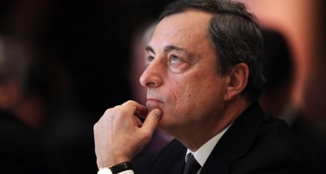 Tra prezzi del petrolio ai minimi dal 2003 e un cambio euro-dollaro stabile e prossimo a 1,10, la BCE di Mario Draghi vede minacciata la risalita dell'inflazione verso il target, ma sembrano improbabili nuovi stimoli, specie domani.