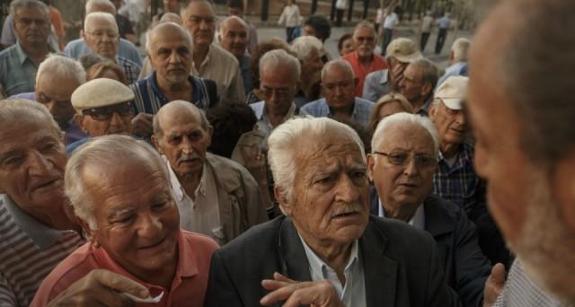 La Grecia tratta con i creditori la riforma delle pensioni, ma è scontro sui tagli. Intanto, l'opposizione di centro-destra del nuovo leader Mitsotakis chiude al dialogo con il governo Tsipras.