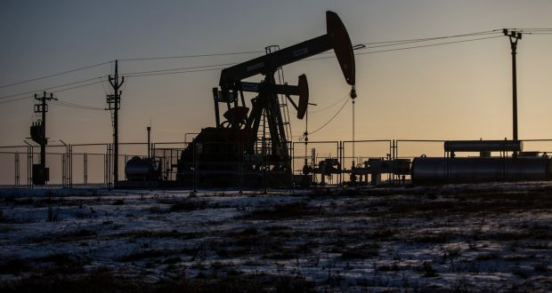 Le quotazioni del petrolio sono scese già poco sopra i 30 dollari, ma potrebbero sprofondare fino ai 10 dollari al barile. Il destino del greggio è legato nel breve a quello dello yuan.