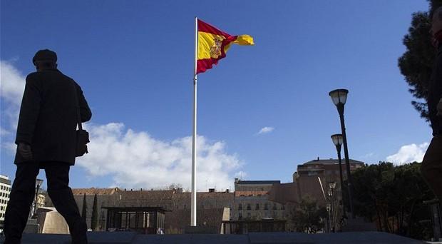 Polemiche tra Spagna e Commissione europea sul deficit, mentre a Madrid si è da 26 giorni senza l'ombra di un nuovo governo.