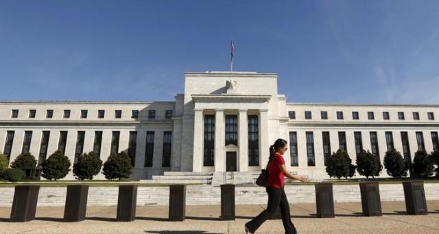 La Federal Reserve non ha alzato i tassi USA, ma la stretta monetaria potrebbe proseguire intatta nei prossimi mesi. E c'è chi chiede di ignorare il calo di Wall Street.