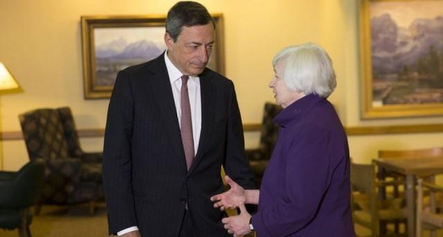 I mercati segnalano la loro sfiducia verso le banche centrali, che starebbero perdendo il controllo della situazione, intestardendosi in politiche monetarie inefficaci.
