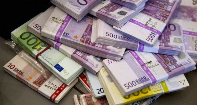 Gli italiani hanno aumentato la loro liquidità di oltre 70 miliardi nel 2015, spostandola da strumenti finanziari non prontamente disponibili. E' un segno della paura, ma di cosa?